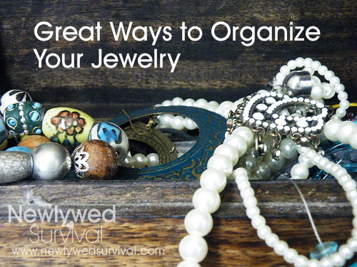5 Ways to Organize Your Jewelry | Newlywed Survival