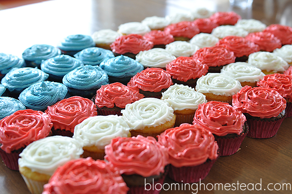 Patriotic Cupcakes and Printables | Blooming Homestead
