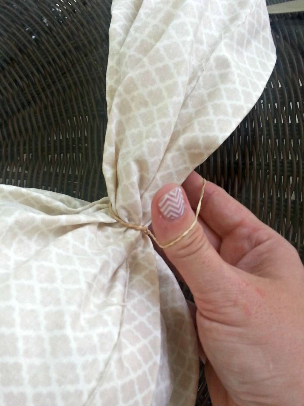 Gather ends of fabric and wrap tightly with a rubber band #KYTrySomethingNew #cbias