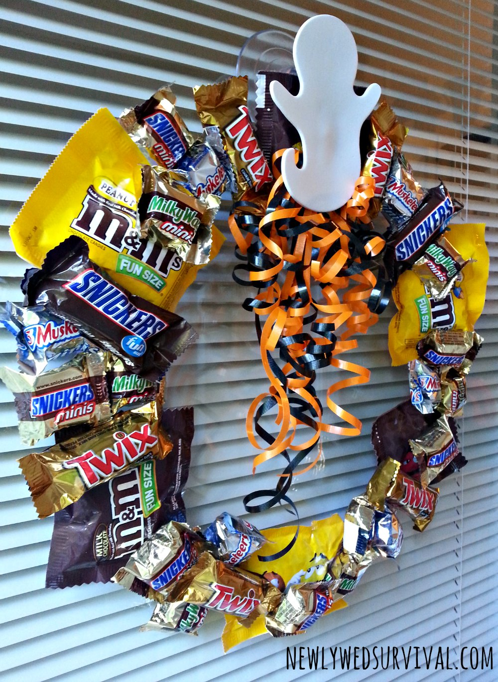 Easy DIY Halloween Candy Wreath Project #BooItForward