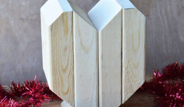 DIY Rustic Wooden Heart Valentine's Day Decor
