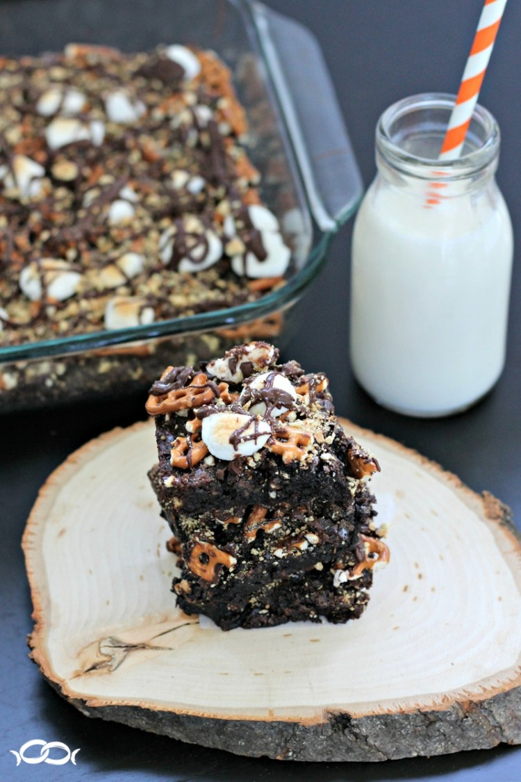 Pretzel s'mores brownies