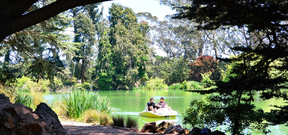 San Francisco Date Idea: Take a Romantic Boat Ride on Stow Lake